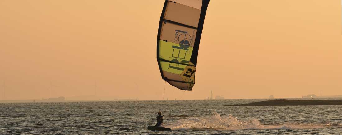 Xavier-Van-Innis-couche-de-soleil-kitesurf